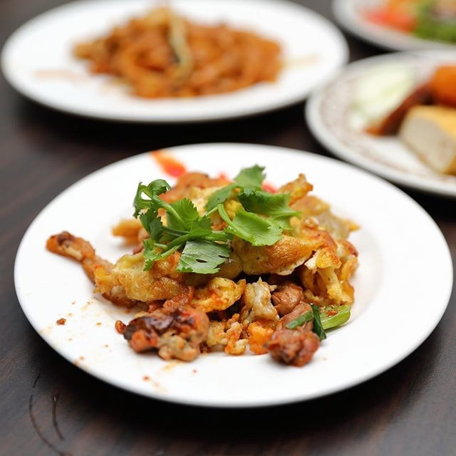 [White Rose Cafe] - The combination of rice flour batter, eggs and oysters are fried to wok fragrant crispiness.