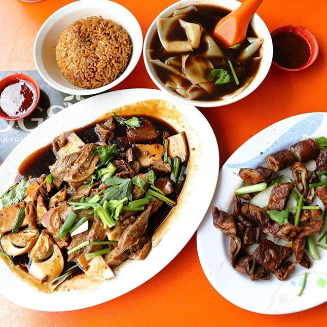 [Quan Lai Kway Chap] - I ordered a braised platter for 2 pax, a bowl of yam rice, a bowl of kway and a plate of fried large intestines.