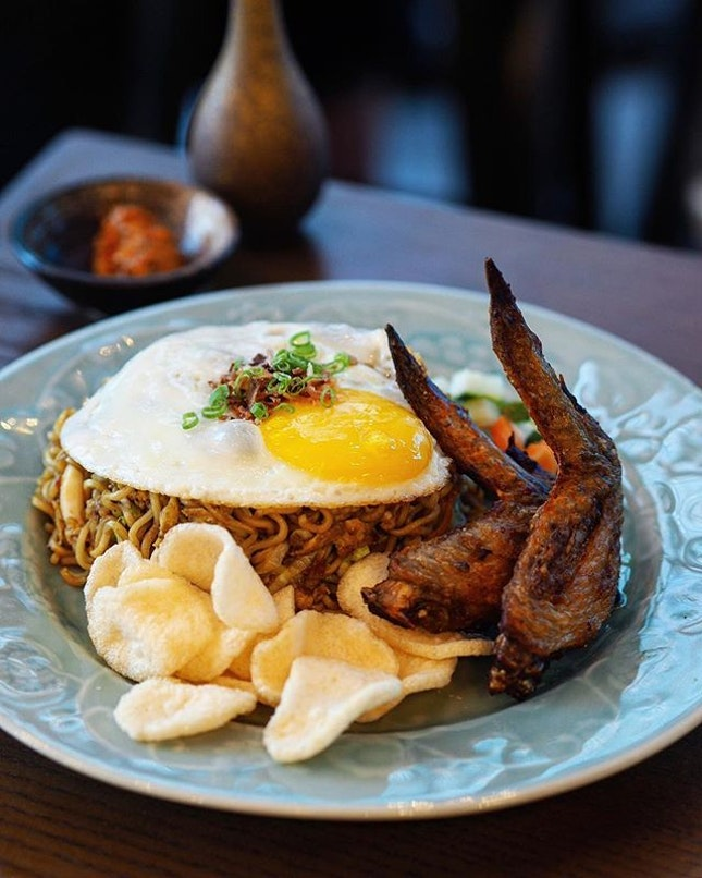 """[Fat Chap] - The """"Bakmie"""" Goreng ($15) comes with crispy prawn crackers, squid, achar and a sunny side up egg sitting atop."""