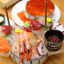 [Amazing Hokkaido] - Seafood lovers are in for a treat with the Sashimi Hachimori ($39.90++) It comes with an assortment of 7 different kinds of sashimi.