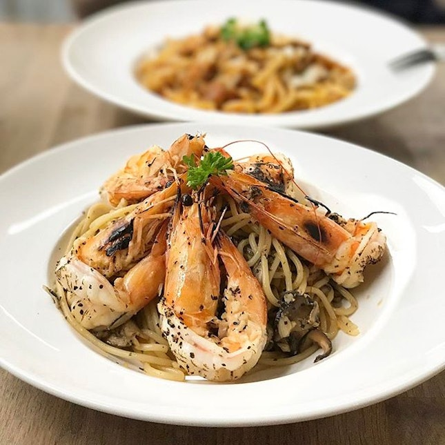 Aglio olio with five very big prawns and mushrooms!