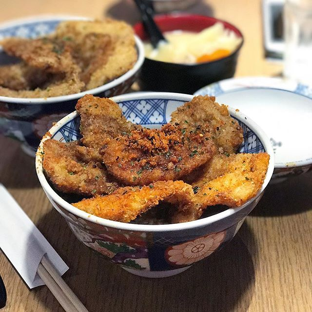 By the same people behind Tempura Kohaku just next door, and similarly offers only one option of non-spicy/ spicy bowl, and is pretty affordable at $13.50++ for this very filling katsudon.