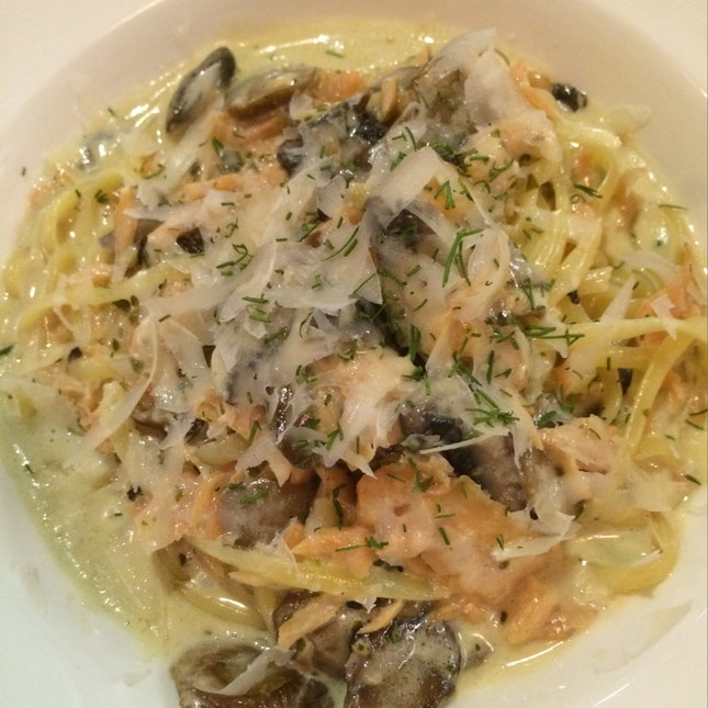 Salmon And Mushroom Truffle Cream Linguine