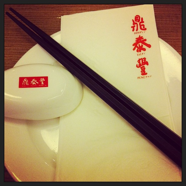 Din Tai Fung #Chinese #Cuisine #Restaurant #Sunday #night #dinner #friends #delicious #tasty #meal #food #foodporn #instafood #chopsticks #soup #spoon #tissue #plate #instapic #pic #picoftheday #instatag #instagood #serangoon #nex #singapore