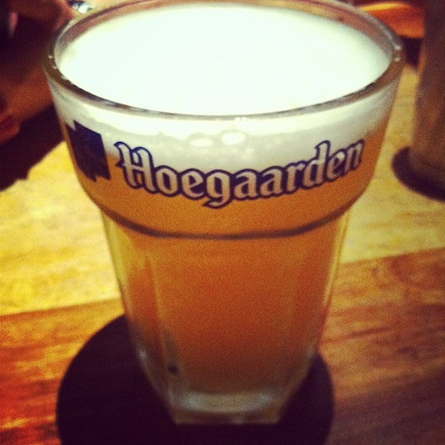 Enjoying my dinner :) #hoegaarden #beer #drink #dinner #sunday #night #friends #drunk #kinglouis #grill #vivocity #singapore #instapic #instatag #instagood #pic #picoftheday #picture #night #nightsky #nightfall