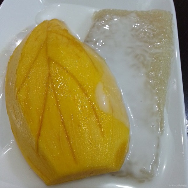 Mango Sticky Rice Dessert (Khao Niaow Ma Muang).