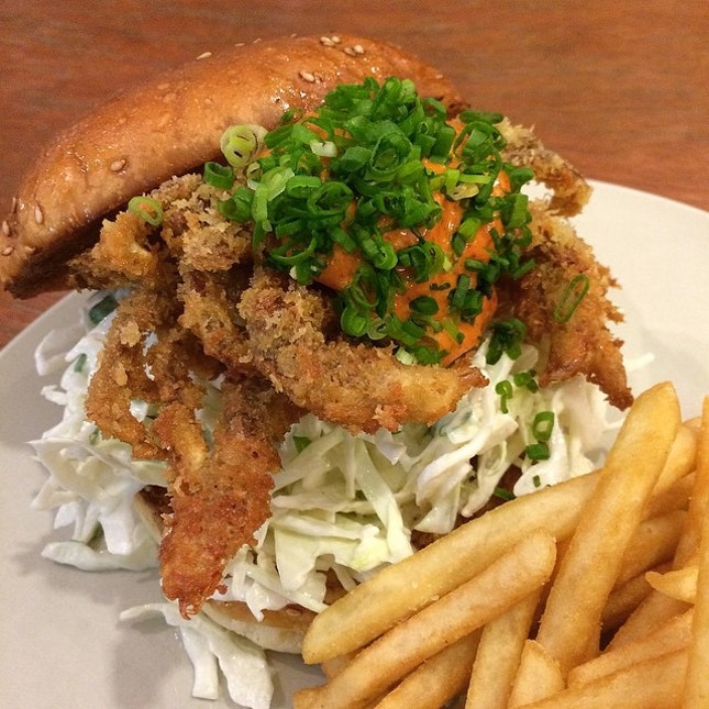 Just on time to grab my soft shell crab burger for dinner, before the folks snooze for the day.