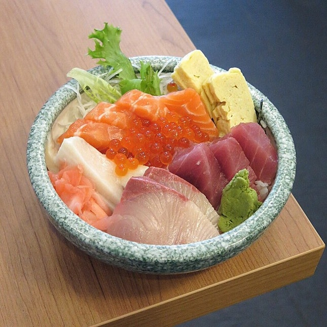 Assorted Sashimi Rice Bowl (Chirashi) $25
