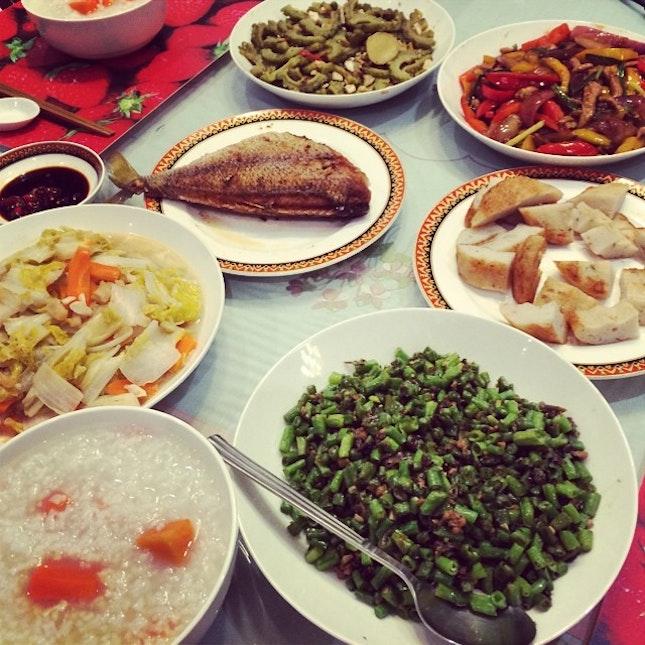 My dear aunt cooked up a trochee porridge feast just for us weary worn travelers...