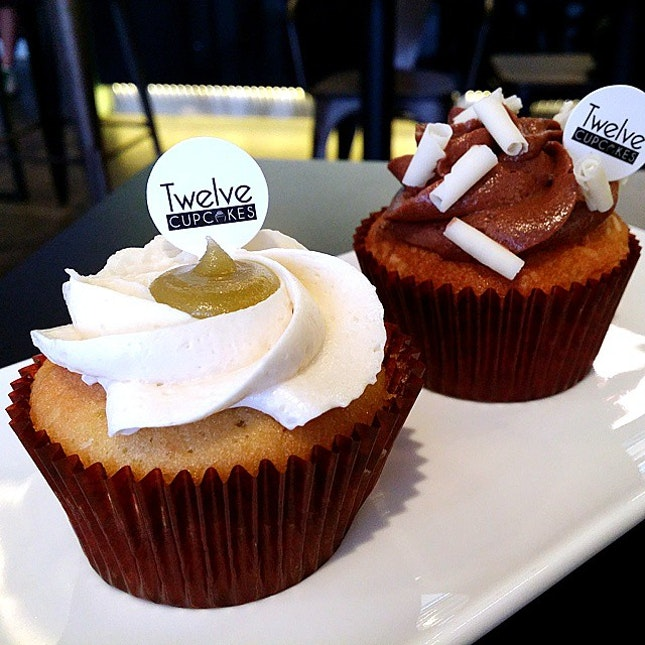 Tried their special items, Kaya Cupcake & Chocolate Macadamia Cupcake.