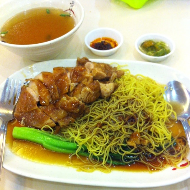 Soya Sauce Chicken Chop Noodle