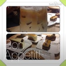 Yesterday at 20:10hrs having latte session comes with cake with some runners.