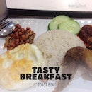 Having $6.50 Nasi Lemak set come with a glass of Homemade Barley as my rush #breakfast