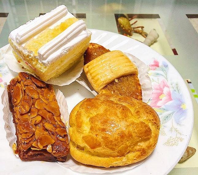 Apple Aloe Vera Cake ($2.50), Pineapple Tart ($2), Custard Cream Puff ($2), Florentine Cookie Bar ($2).