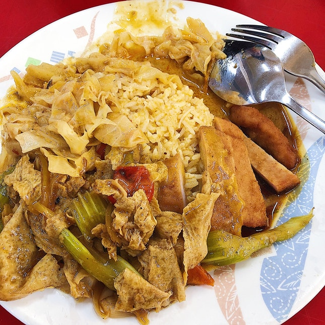 Hainanese Curry Rice (2 Vegetables And 1 Meat Dish, $3.90).