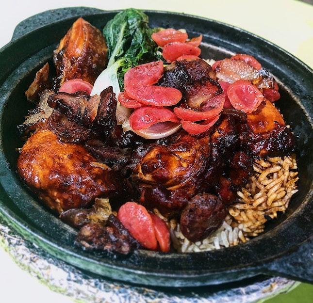 Claypot sausage bacon chicken rice ($5).