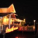 ร้านอาหารบ้านกลางน้ำ (Bann Klang Nam Restaurant)