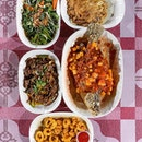 Restoran Terapung Seafood Bujang Firefly