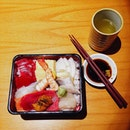 In a middle of a fish market there's always a good Chirashi around !