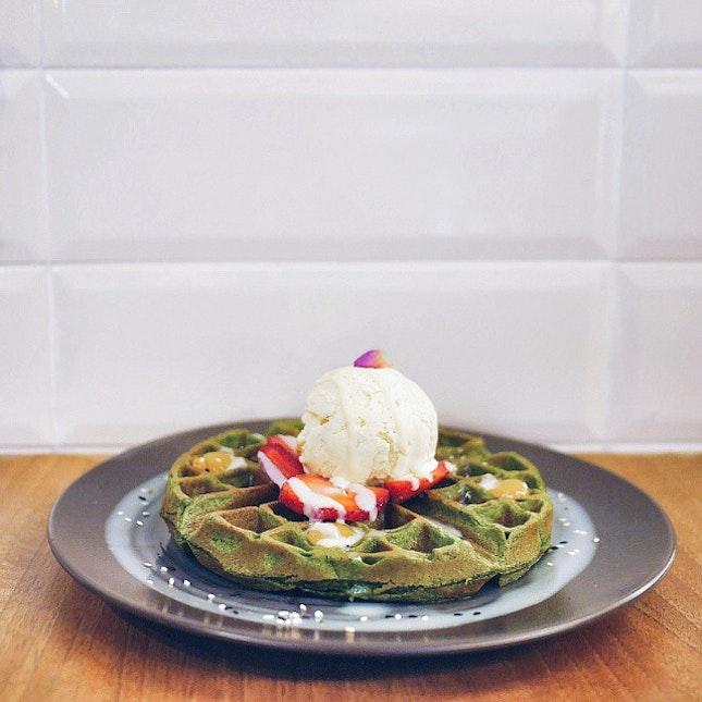 Matcha Strawberry Waffles 🍓