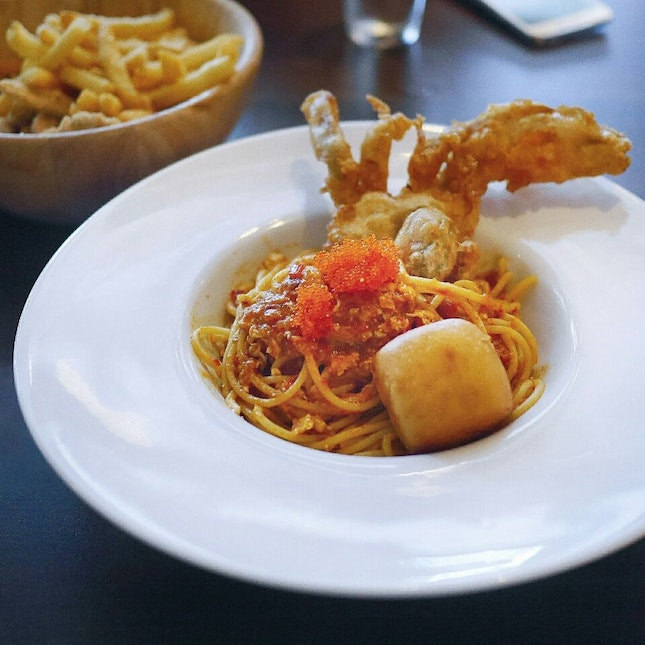 Mixed Fries And Chilli Crab Pasta