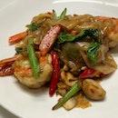 Guay-tiew phad-kee-mao Talay (Drunken Noodle)